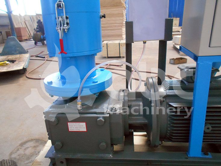 lubrication system of the home use pine sawdust pellet making machine