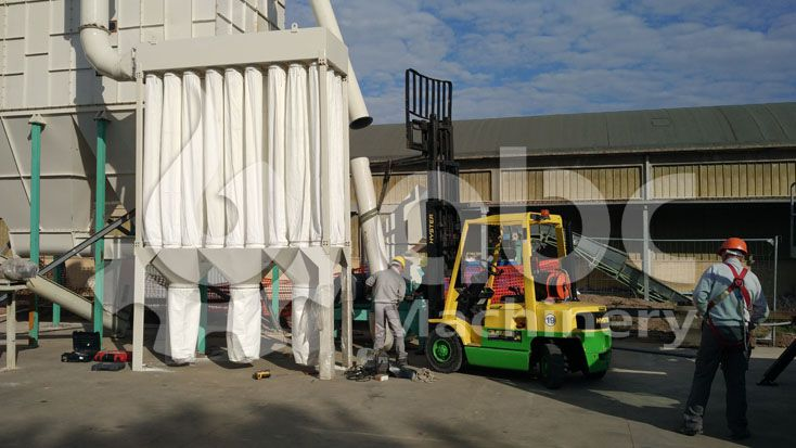 wood crushing and dedusting machine in the pellets mill